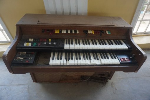 This organ has seen better days.